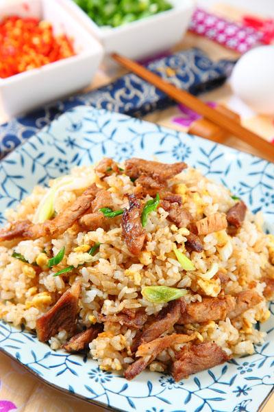 蒜苗回锅肉炒饭