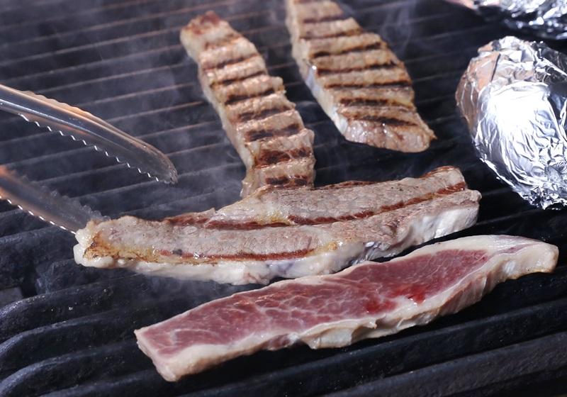 【烤学问】想吃到美式原味烤肉,就靠火候拿捏 !