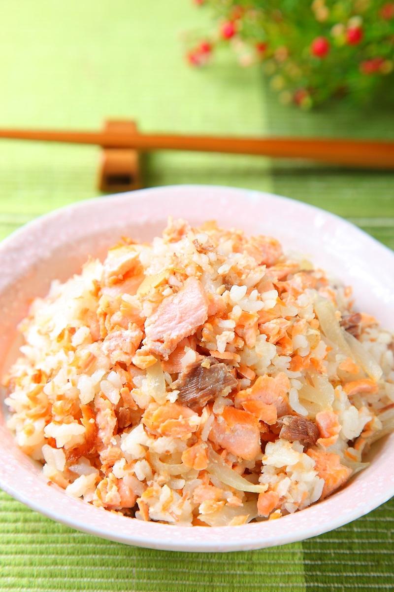鲑鱼洋葱饭