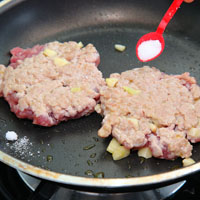 蒜香嫩煎汉堡排