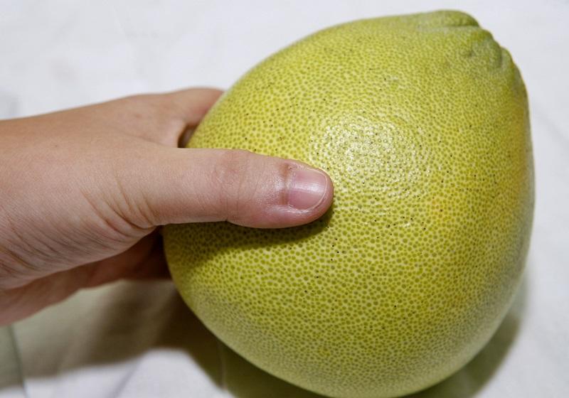 挑柚就选下盘稳的?多汁甜蜜诀窍在这 5 招