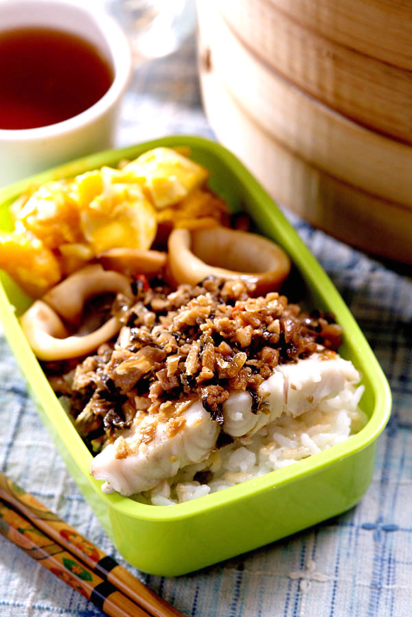 福菜绞肉蒸鲈鱼
