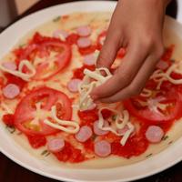 番茄香肠蛋饼披萨