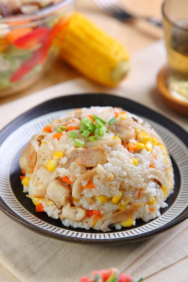 综合菇菇鸡胸肉炊饭