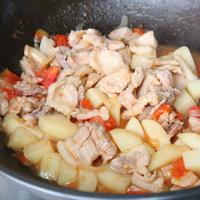 马铃薯茄汁酱猪五花