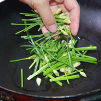 韭菜炒木耳虾仁