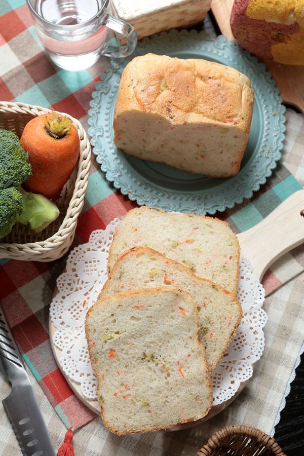 【面包机食谱】花椰菜红萝卜吐司
