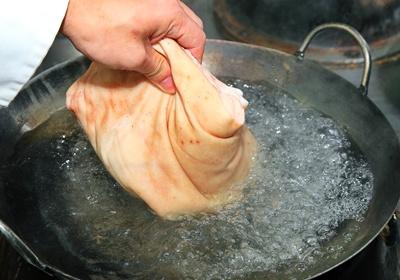 跟着达人买猪肉:蹄膀、绞肉、三层肉这样挑!