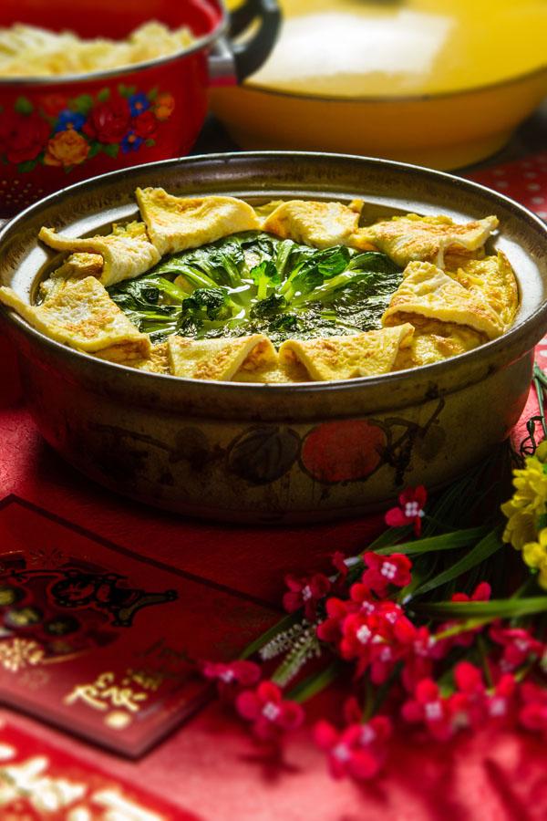 白菜菊花豆香烧丸子汤