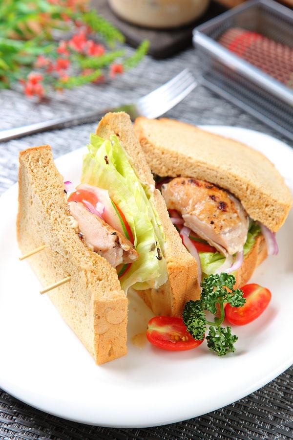 胡麻西京鸡三明治