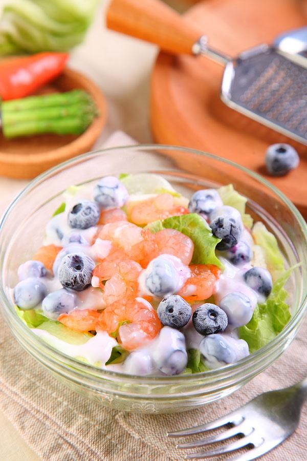 蓝莓优格虾仁沙拉