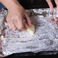 烤金头鲷鱼排佐薯片与瑞士甜菜