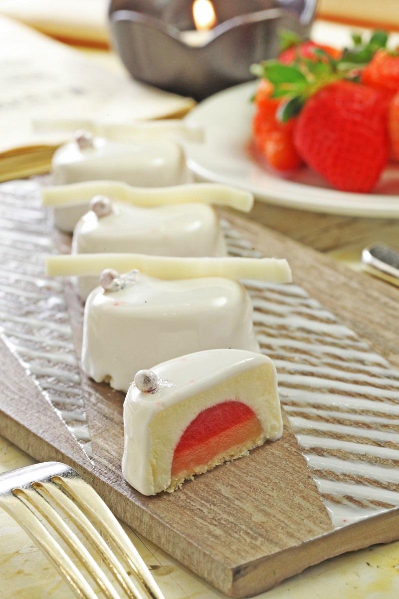草莓白乳酪慕斯