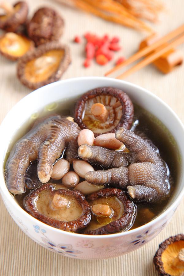 香菇花生凤爪汤