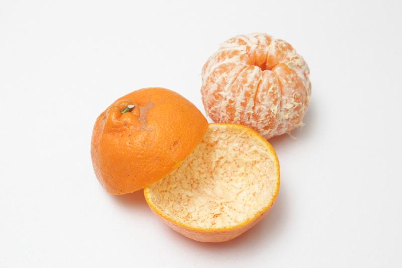 剥橘子也能这幺有趣!试试这 7 招!