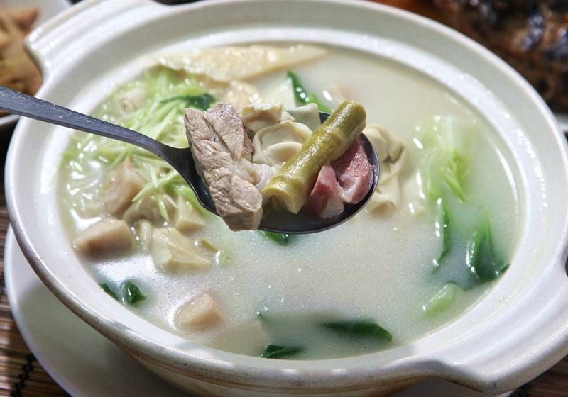 上海菜代表汤品:腌笃鲜,汤头越白浊、