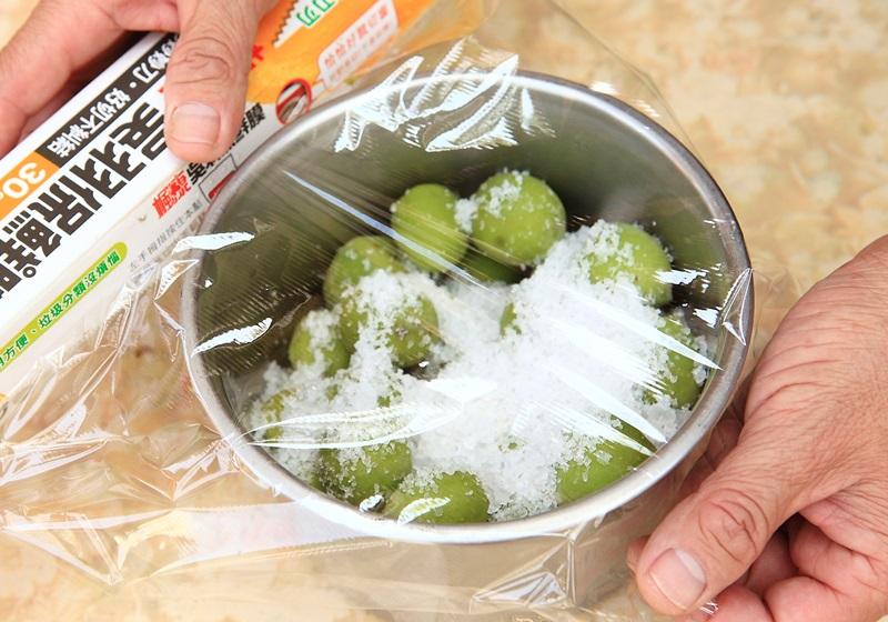 酸甜梅子这样吃!一次学会 3 种梅子腌法!
