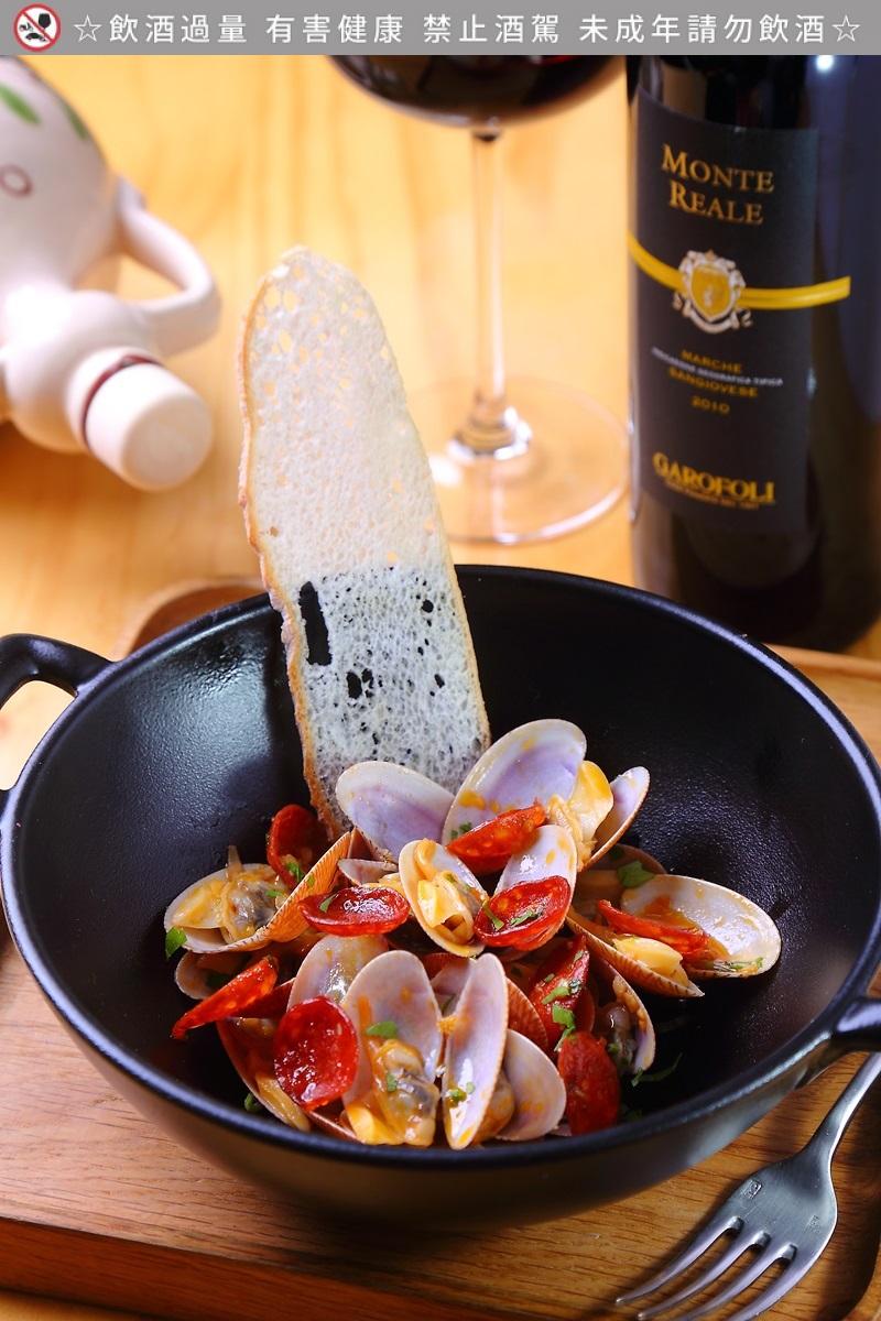 炒海蛤蜊与西班牙辣肠