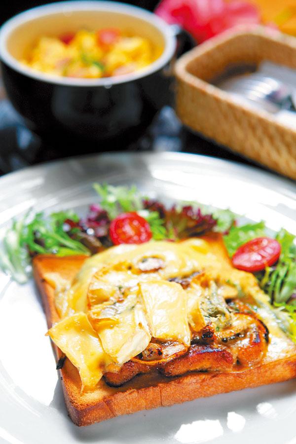 炭烤猪肉与蘑菇焗土司